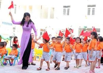 Bổ sung đối tượng trẻ em học lớp mẫu giáo 5 tuổi được miễn học phí